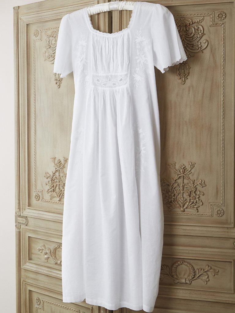 18th Century Jane Austen Style Cotton Nightdress crafted by Lunn ...